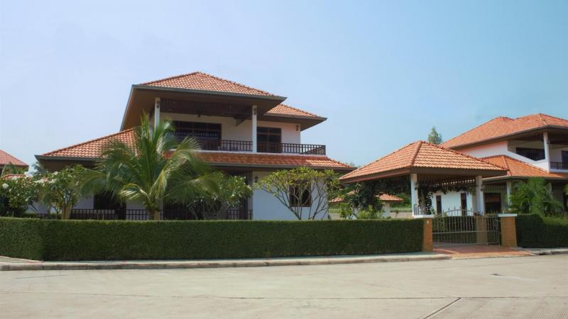 Villa Royale F2 – Luxury Holiday Villa For Rent In Hua Hin At Manora Village III