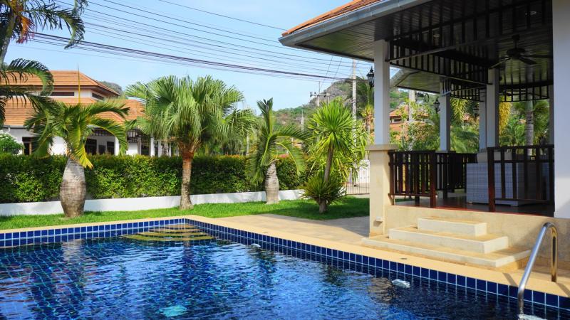 Villa Busaba B1 – 2 Schlafzimmer Immobilien Zum Kaufen In Hua Hin Im Manora Village I