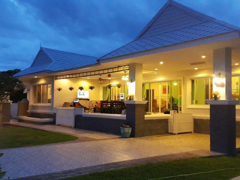 Große Villa mit 5 Schlafzimmern zum Kaufen in Hua Hin in der Soi 88