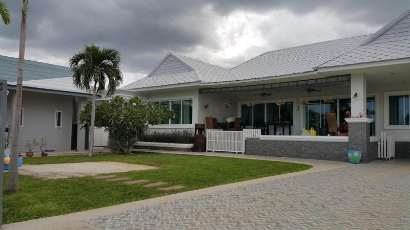 Large 5 Bedroom Villa For Sale on Soi 88, Hua Hin