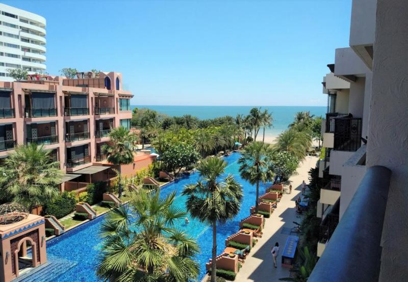 Top-floor Studio with Sea-Views and Direct Beach Access For Sale in Hua Hin center