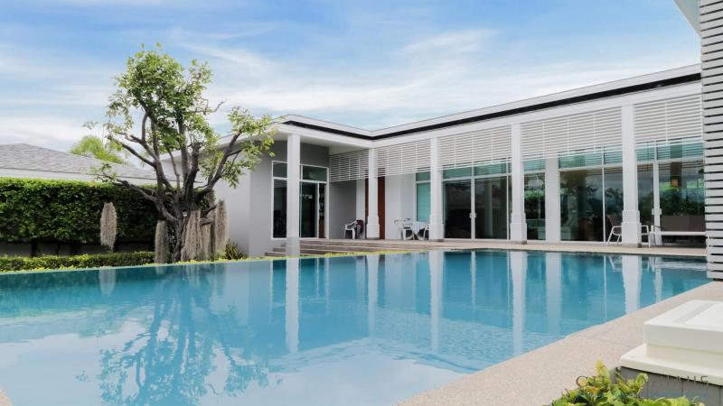 Beautiful 3 Bedroom Pool Villa For Sale in Cha-Am