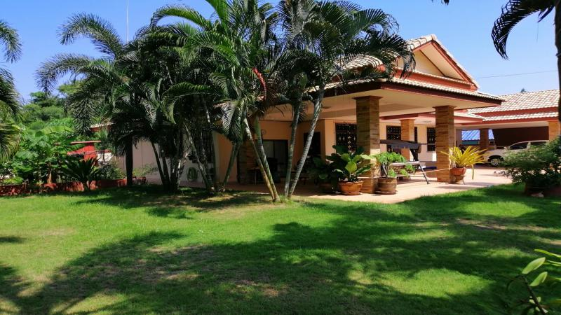 Large 4 Bedrooms Villa For Sale Close to the Beach, Cha-Am