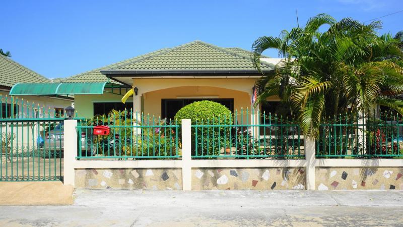 Lovely 2 Bedroom House For Sale with Shared Swimming Pool at Hin Lek Fai, Hua Hin