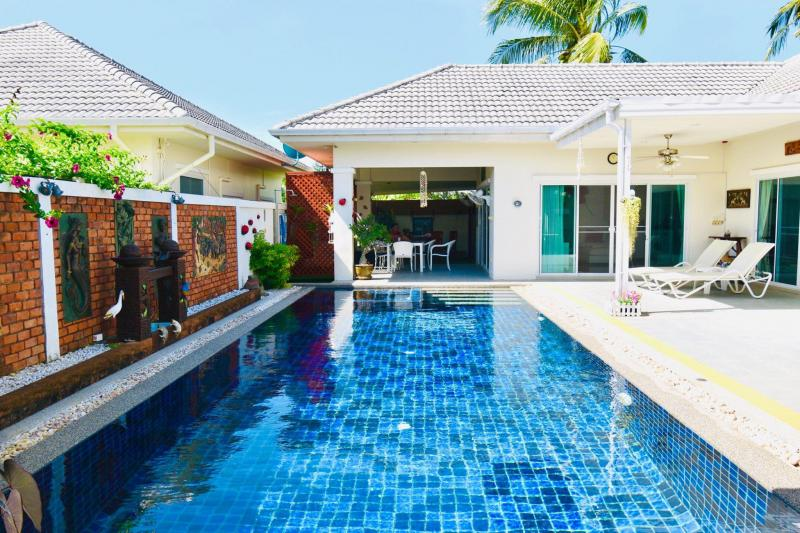 Well-priced 7 Bedroom Pool Villa For Sale on Soi 88, Hua Hin