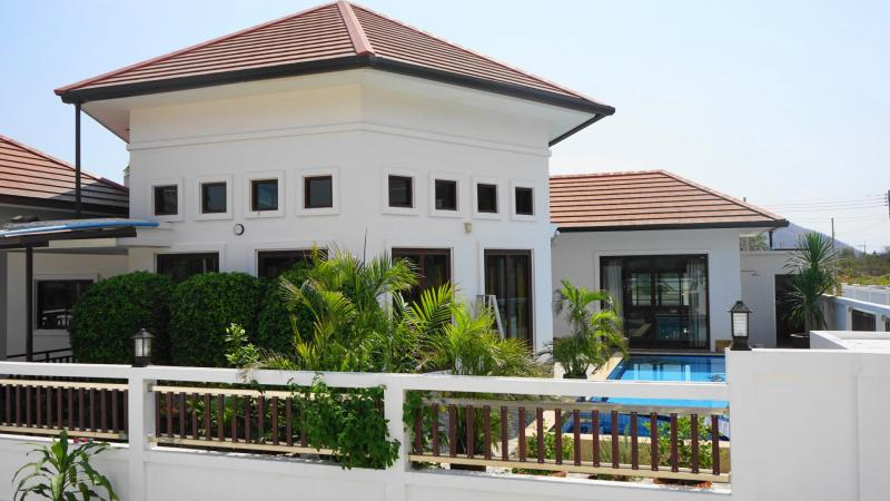 Secluded 3 Bedroom Pool Villa For Sale on Soi 102, Hua Hin – Indoor garden & 3 km to city center!