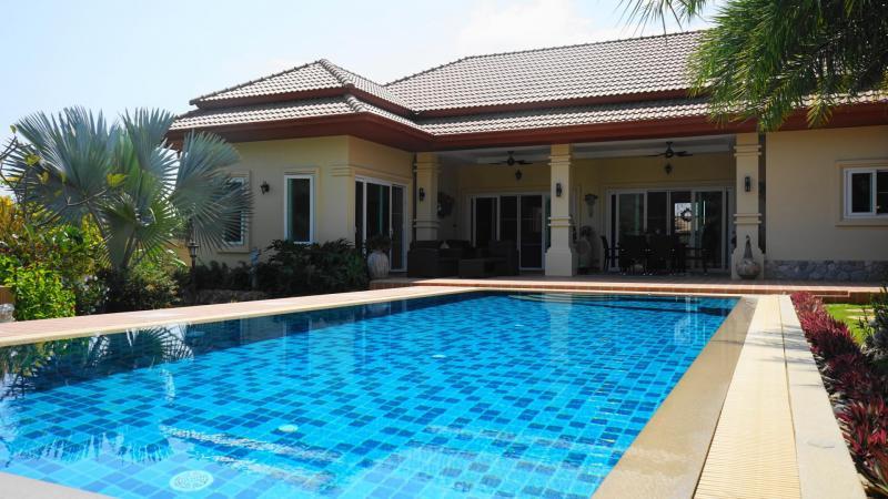Luxury 4 bedroom pool villa for sale in Sam Roi Yot – 2 km from Khao Kalok Beach!