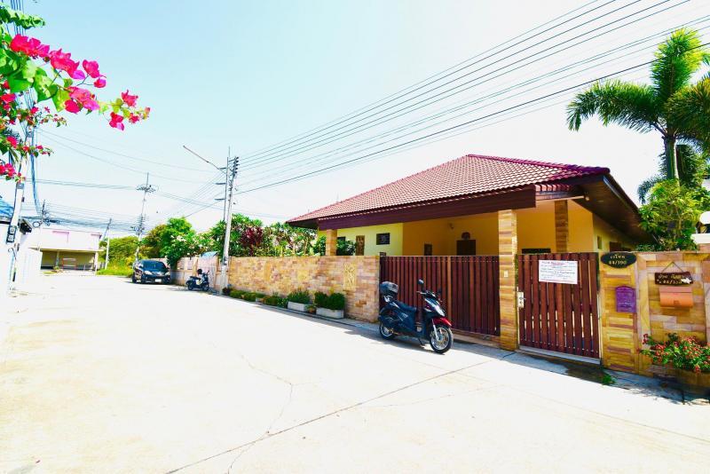 Great condition 4 bedroom villa for sale on Soi 102, Hua Hin
