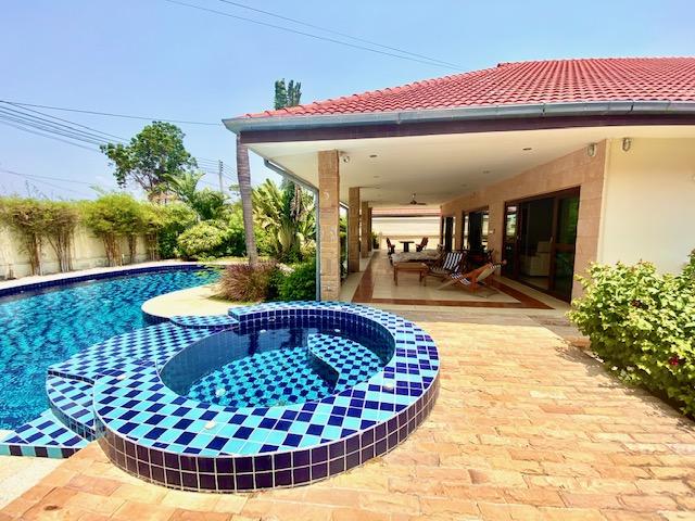 Beautiful 4 bedroom Pool villa for sale at Golf village , Hua Hin
