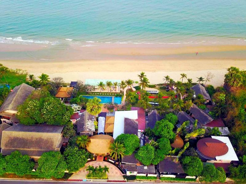 Beachfront resort for sale in Pranburi with additional 10.5 Rai land plot for development!