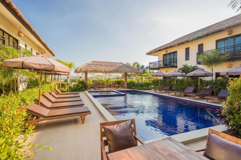 24 bedroom boutique hotel for sale in Hua Hin / Pranburi area