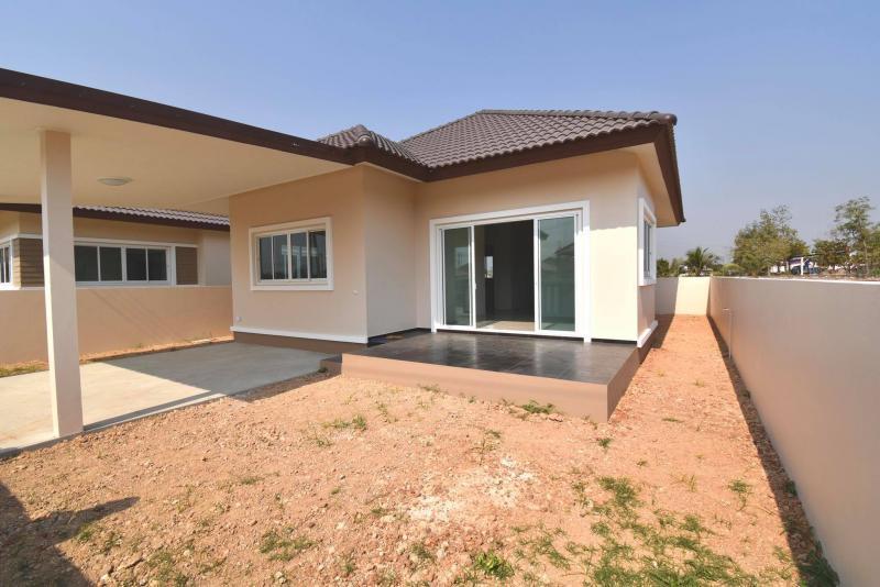 Beautiful unfurnished 2 bedroom in quiet area at Chonsiri for sale, Pranburi