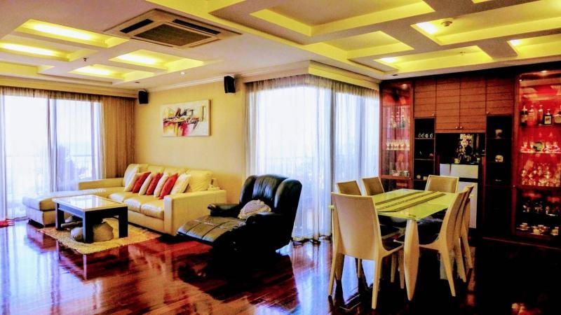 Top-floor 2 bedroom condo for sale in Hua Hin Boathouse – Sea Views!