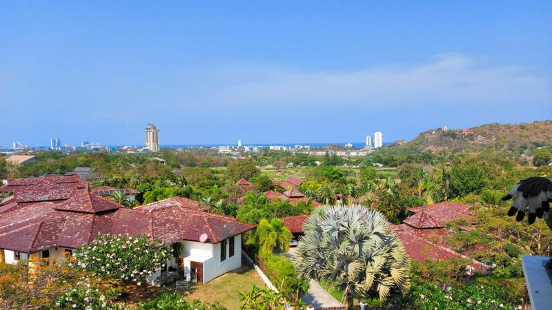 Large 3 bedroom condo for sale in Hua Hin, Soi 116 – Sea Views & 4 km to Beach!
