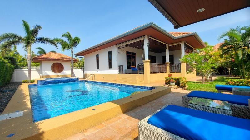 Schöne Poolvilla mit 3 Schlafzimmern zum Verkauf in Hua Hin, Khao Tao – Manora Village III