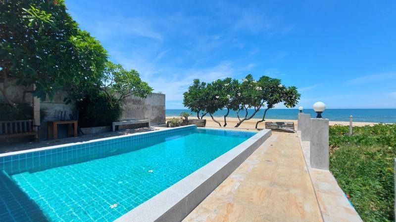 2 bedroom beach house for sale in Khao Kalok, Pranburi!