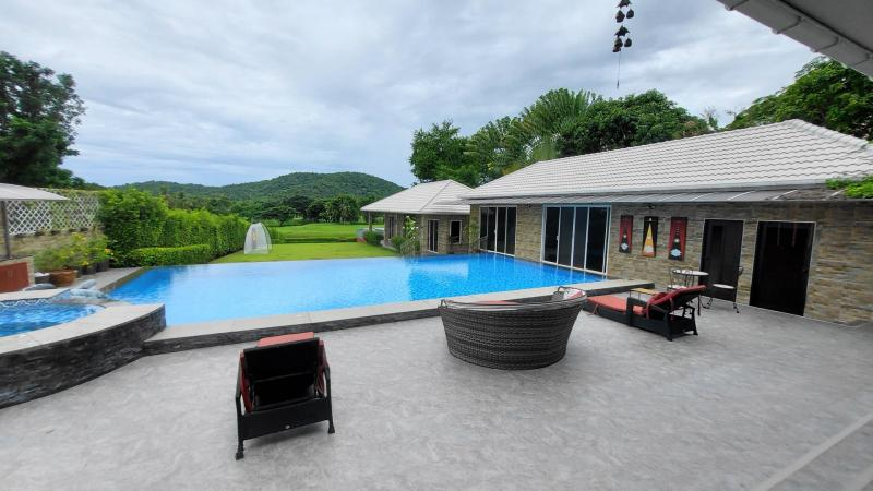 6 bedroom pool villa for sale at Palm Hills Golf Course near Hua Hin