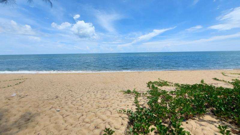 15 Rai Beachfront land for sale in Thap Sakae, Prachuap Khiri Khan – 287 m beach frontage!